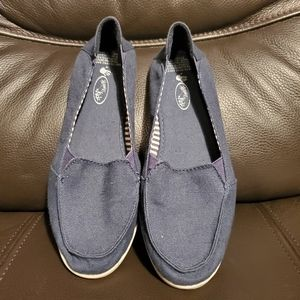 Blue size 5 shoes nice conditions